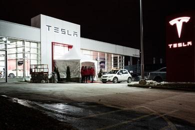 Inauguration du concessionnaire Tesla Montréal